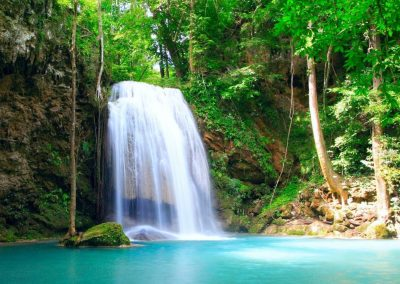 چشمه آب معدنی کرست