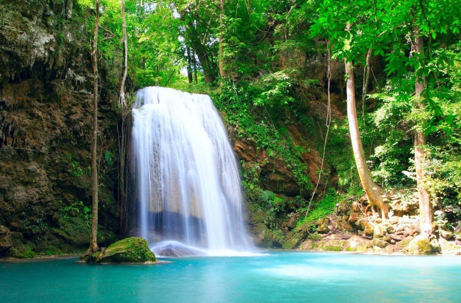 چشمه آب معدنی کرست در ارتفاعات قلعه رودخان