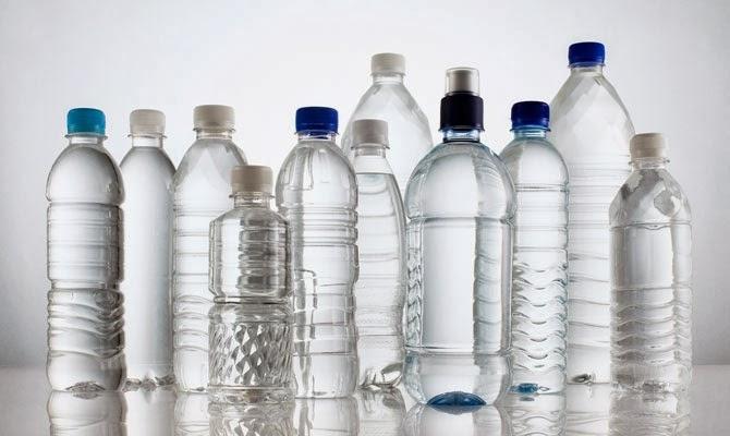 چرا باید حتما زیر بطری های آب معدنی را نگاه کنید
